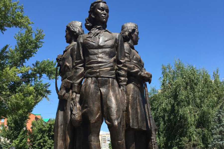 Photo of monument to three women soldiers in Kazakhstan